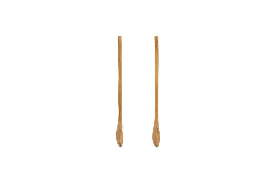 De houten slabestekken spelen met esthetische codes door de natuurlijke en authentieke kant van hout