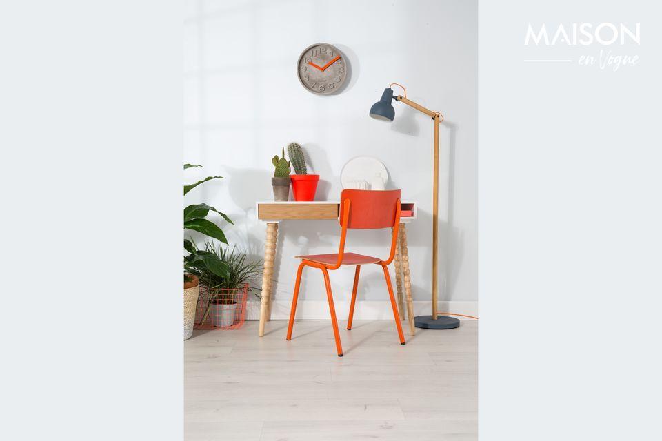 Met de Back to School stoel is de Nederlandse meubeluitgeverij Zuiver erin geslaagd de tijdloosheid