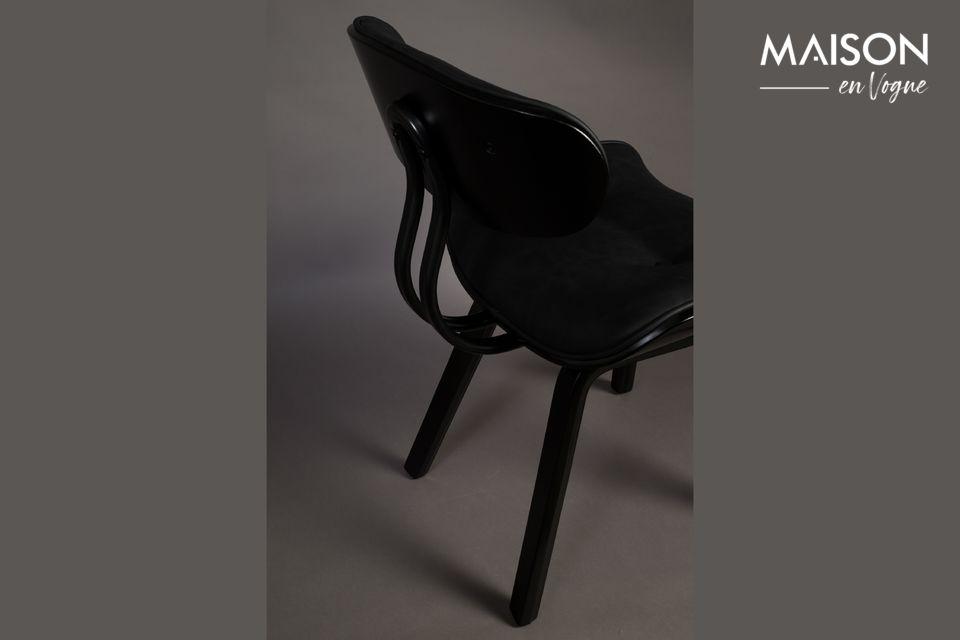 Geïnspireerd door de jaren \'50 heeft deze loungestoel een zadelvormige zitting