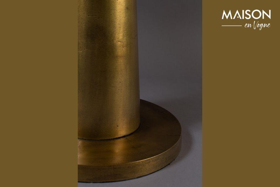 Deze aluminium bijzettafel geeft een oosters tintje met zijn 63 cm mat goudkleurig gelakt blad
