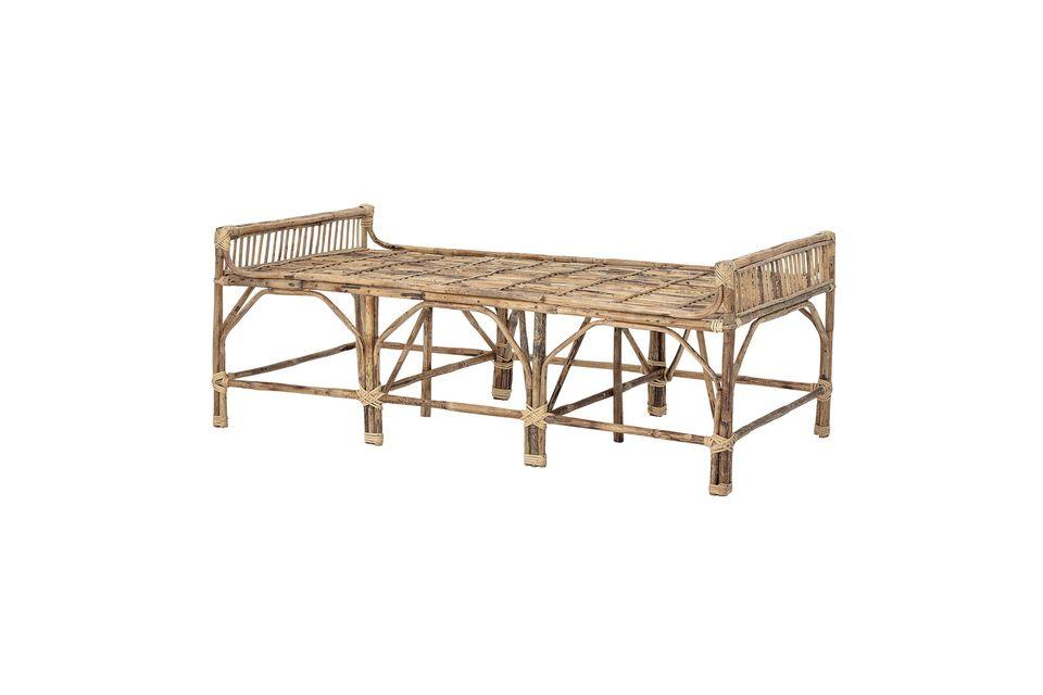 Maak de sobere en universele esthetiek van deze houten bank compleet door het toevoegen van