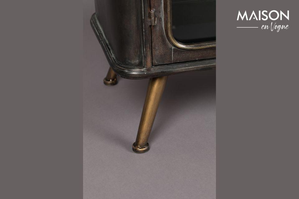 Deze kleine metalen ladekast in industriële stijl is perfect voor het behoud van uw waardevolle