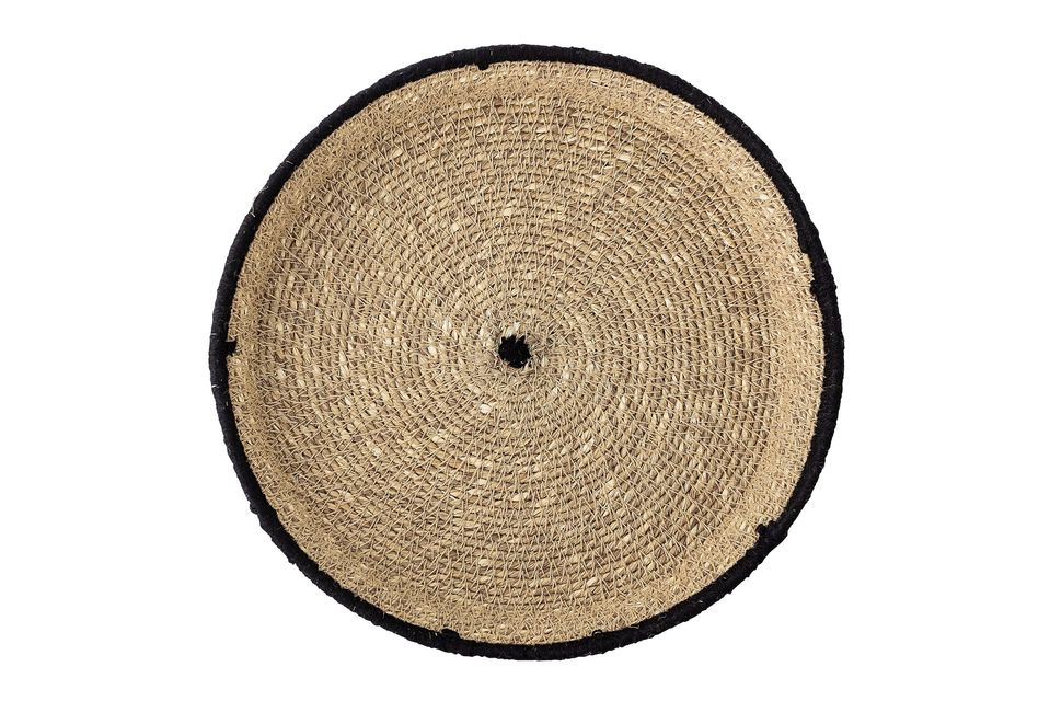 Gevlochten in de zeeslag is het dienblad van de Poudena\'s een elegante en natuurlijke creatie