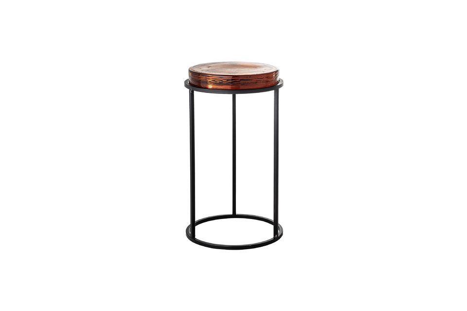 Het ronde glazen blad is dik genoeg om het normale gebruik van een kleine tafel te doorstaan