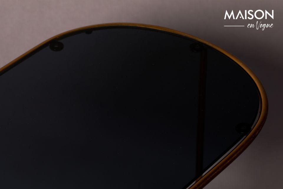 De slimme combinatie, de verfijnde en elegante stijl brengt een vleugje goede smaak in uw woonkamer