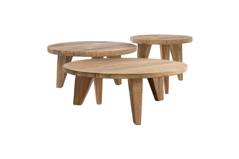 Deze salontafel is gemaakt van gerecycled teakhout en staat op 3 trapeziumvormige poten