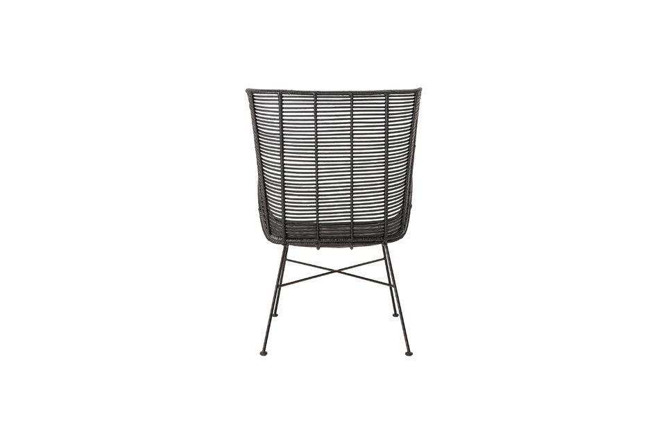 Deze fauteuil van 9 kg heeft niet veel onderhoud nodig; veeg het oppervlak af met een vochtige doek