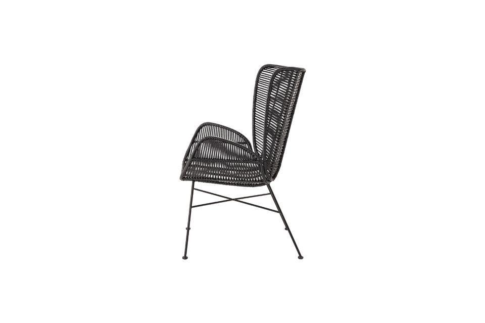 Bloomingville presenteert een zwarte rotan fauteuil stevig bevestigd op een ijzeren onderstel