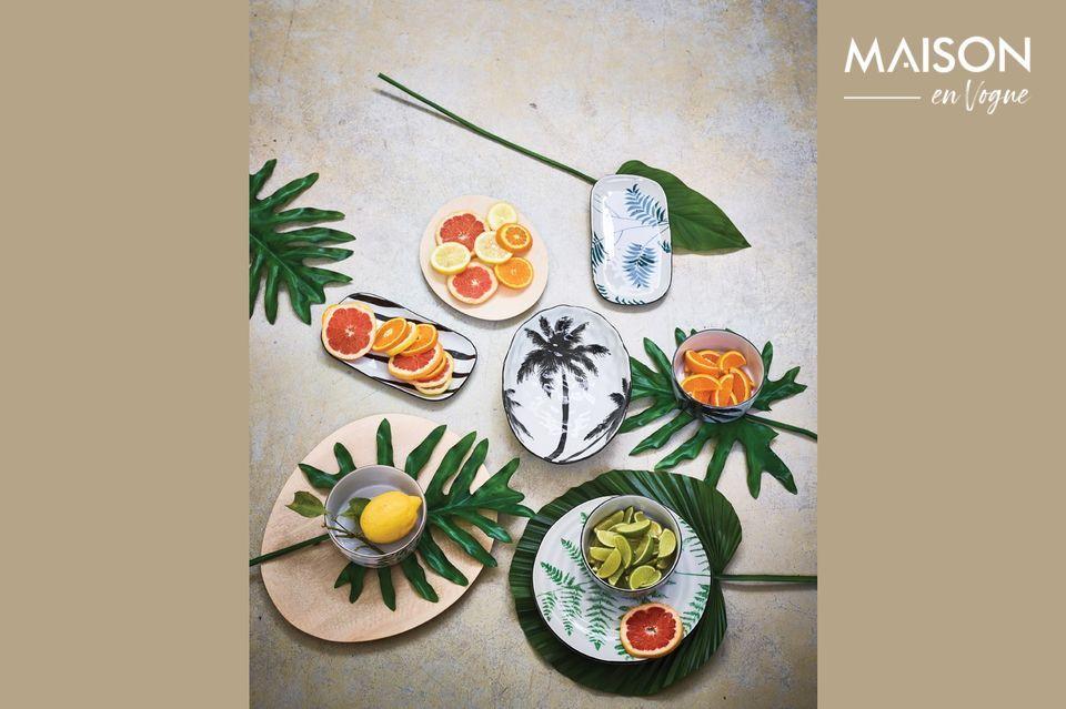 Versierd met een handgeschilderde palmboom verleidt dit porseleinen soepbord met zijn grafische