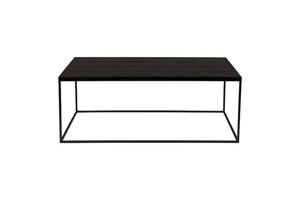 De met zwarte keramische tegels beklede bovenkant geeft een rustiek tintje dat door het gebruik van