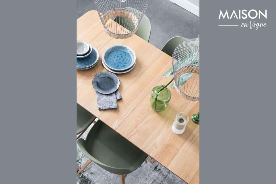 Deze Glimps 180/240x90 Natural tafel past zich gemakkelijk aan uw dagelijks leven aan