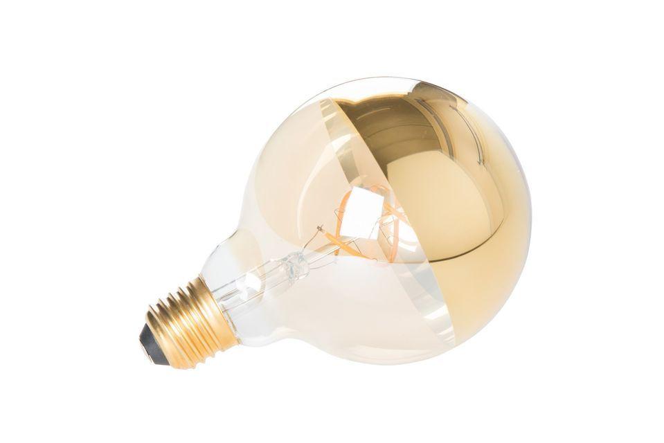 Deze elegante bol bestaat uit een transparante basis voor lichtverspreiding en een goudkleurige