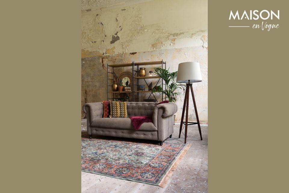 Dit kenmerk maakt het tot een veelzijdig meubelstuk, dat thuis zeer gewaardeerd wordt