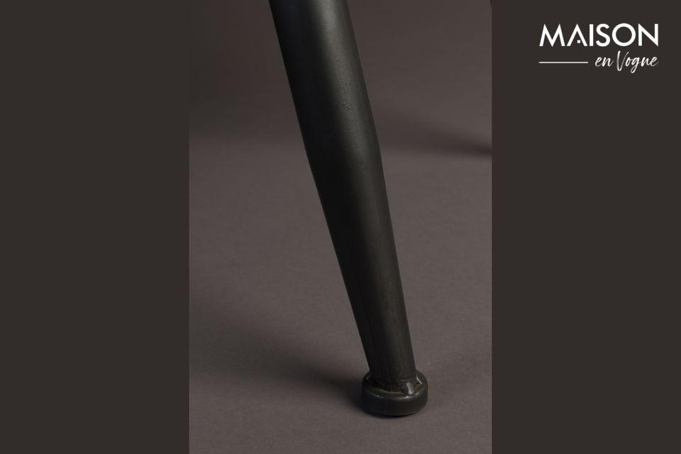 De kast is gemaakt van MDF gefineerd met grenenhout en mooie zwarte metalen handgrepen aan de