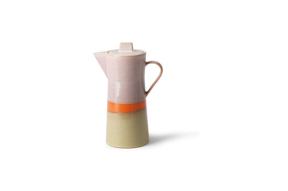 Dit keramische koffiezetapparaat is uniek door zijn handgemaakte afwerking en is geïnspireerd op de