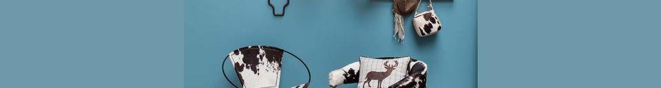Benadrukte materialen Les Rocheuses koe en eikenhouten fauteuil