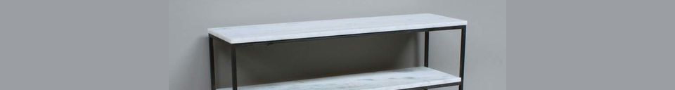 Benadrukte materialen Mantelachtige smalle console in marmer en metaal