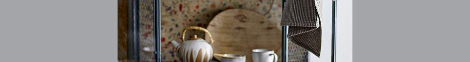 Benadrukte materialen Melkkan en Camellia suikerpot in porselein