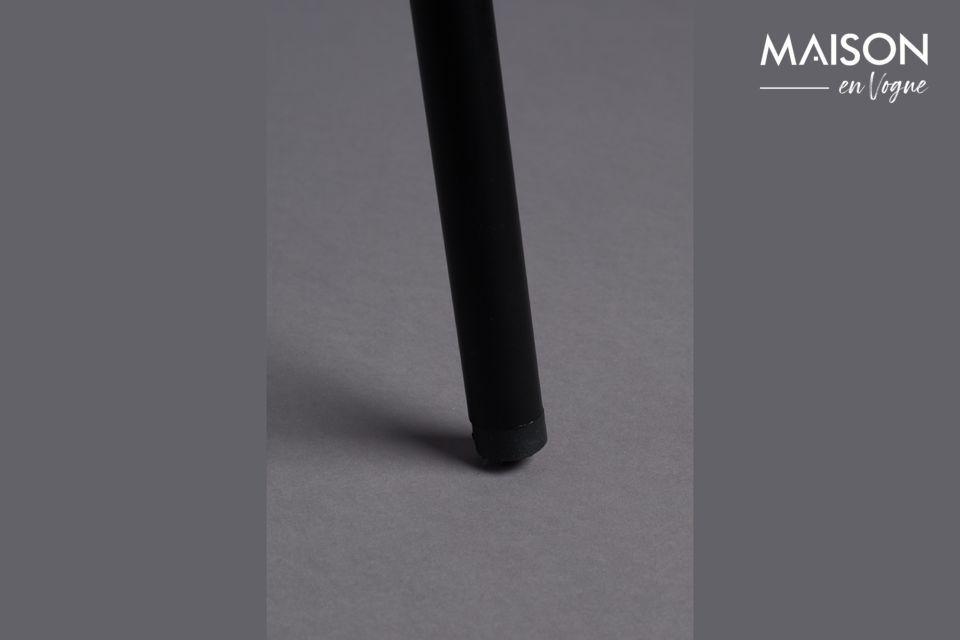 De zwarte metalen structuur is dun, in een zeer elegante stijl