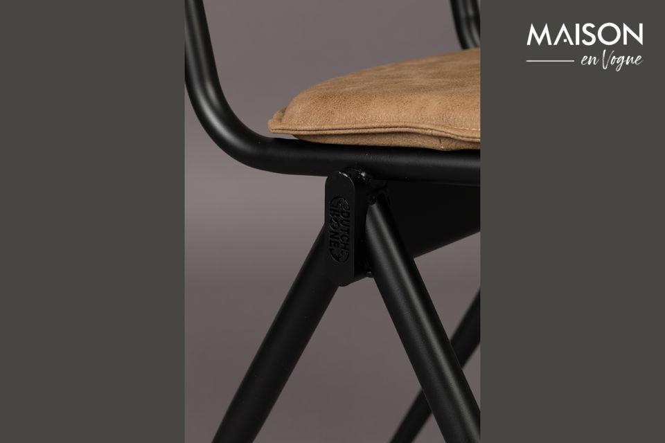 Een sobere en tijdloze uitstraling die een goede zitplaats biedt, perfect rond een tafel