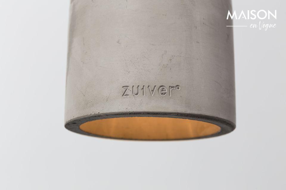 De lampenkap is inderdaad ontworpen in natuurlijk beton