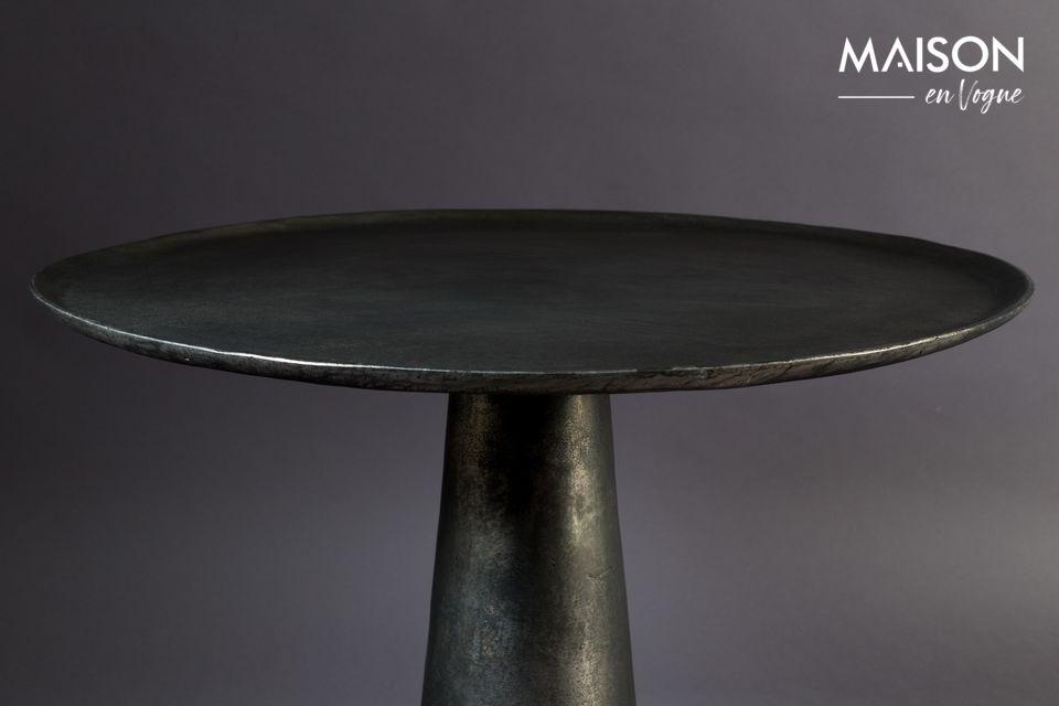 Met zijn gelakte nikkelstructuur geeft het uitgevoerde patina-werk een verfijnd vintage-design