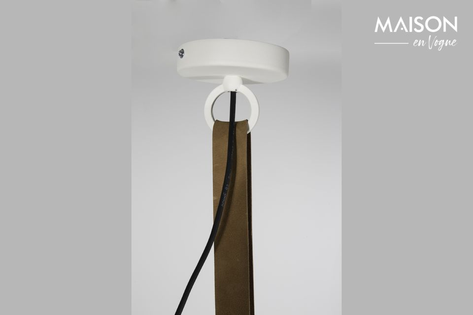 In lange kamers kunnen verschillende identieke hangers worden geïnstalleerd om een