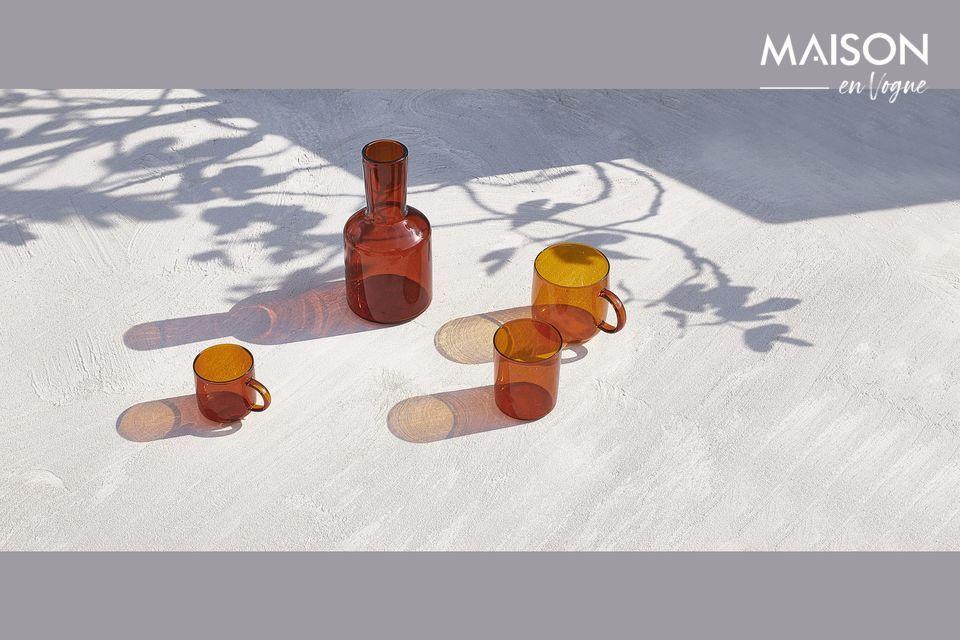 Amberkleurige glazen bekers