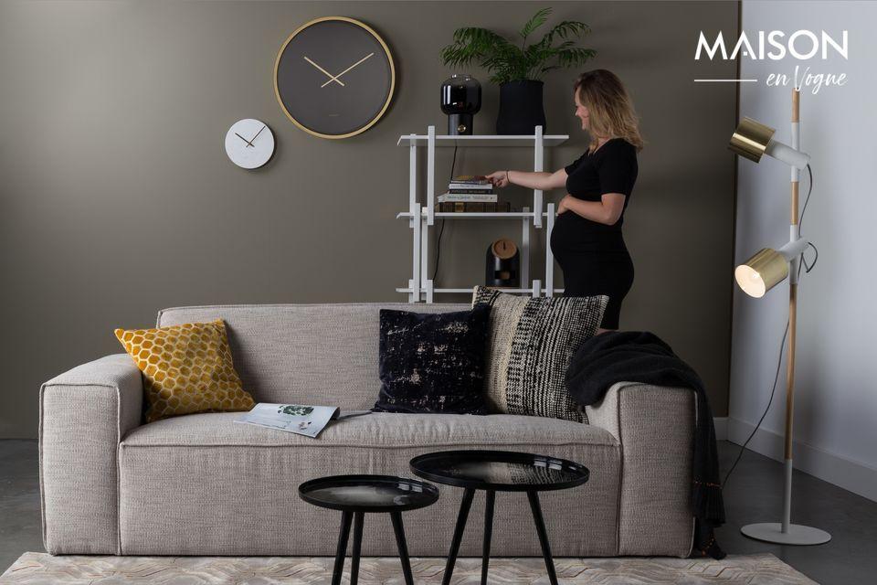 Met zijn lichte kleur past deze 2,5-zitsbank in Latte perfect in uw interieur, ongeacht de stijl