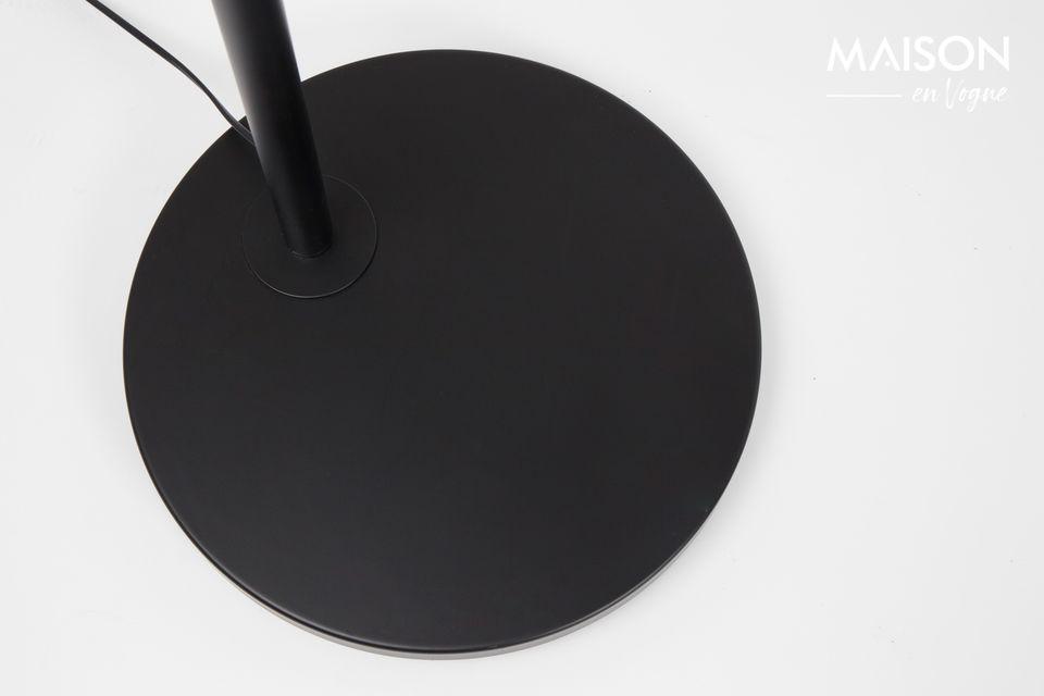 Door een lichtbron van bovenaf aan te bieden zonder gebruik te hoeven maken van een plafondlamp