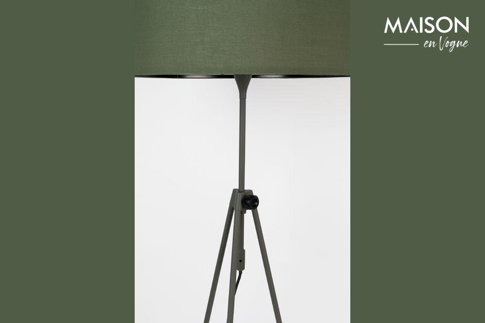 Deze vloerlamp is ook een uiterst praktisch accessoire voor dagelijks gebruik
