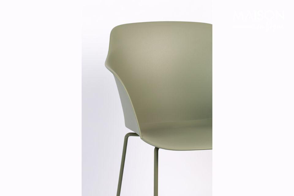 Deze door Zuiver bedachte Tango Green stoel zorgt voor een industriële geest in uw kamer