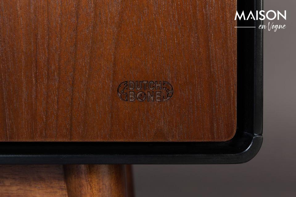 Dit dressoir is gemaakt van notenhout gefineerd MDF in natuurlijke kleur en heeft 3 deuren met