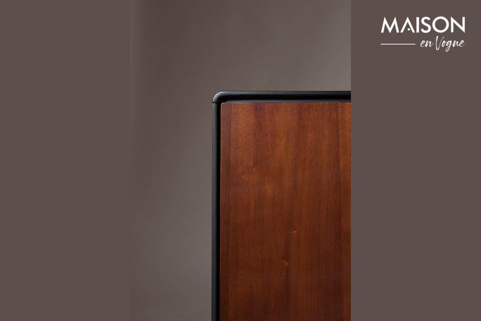 De afmetingen van het dressoir zijn 39 cm bij 150 cm met een hoogte van 73 cm