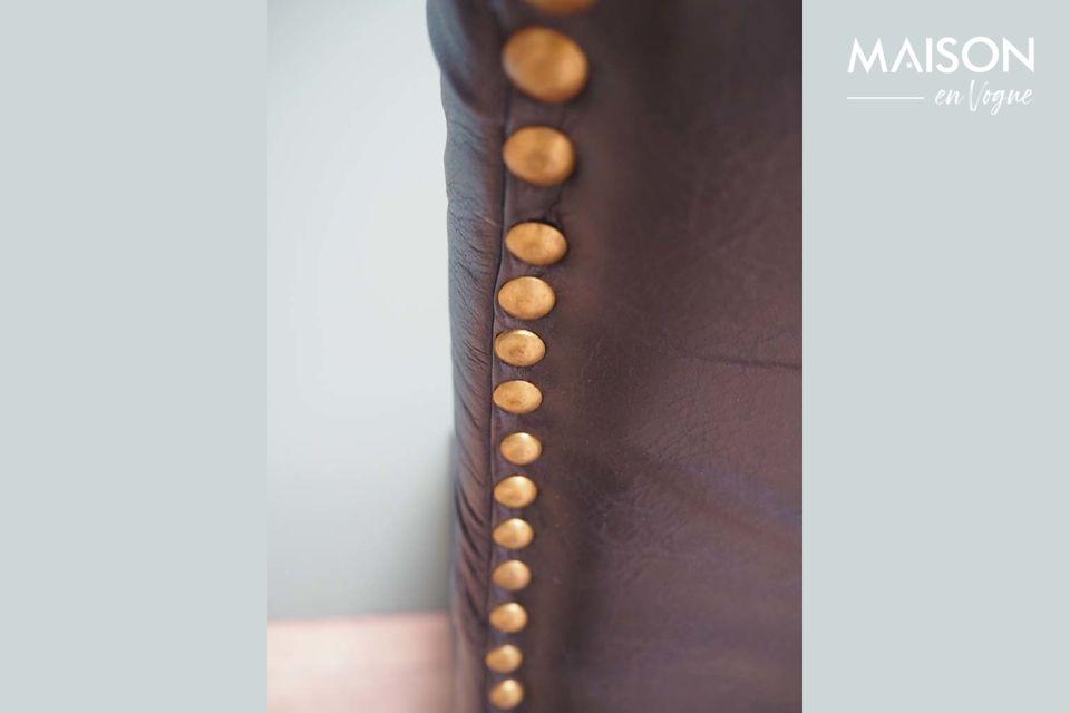 In zwart leer en mangohout geven de edele materialen en de kwaliteit van de afwerking veel charme