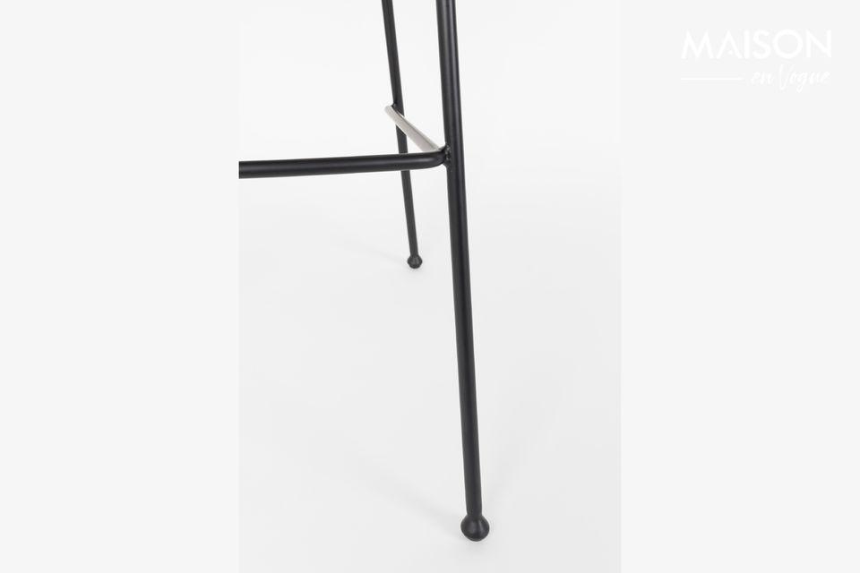 Zuiver\'s Black Festoon Counter Stool is voorzien van zorgvuldige detaillering met